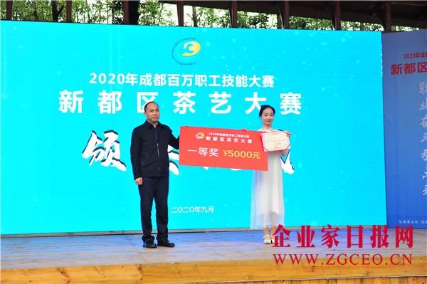 图片11   颁奖嘉宾为一等奖获奖选手颁奖.JPG