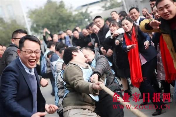 图片40  百德员工在公司董事长兼总经理李承刚指挥下进行的拔河比赛,将活动推向高潮.jpg