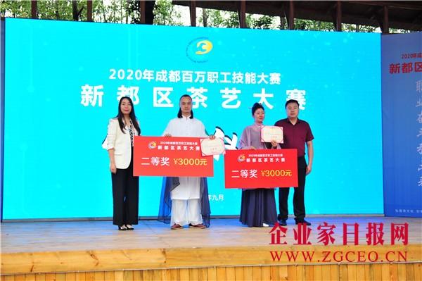 图片12   颁奖嘉宾为二等奖获奖选手颁奖.JPG